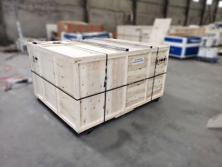 1390 Packing of co2 hybrid laser cutting machine